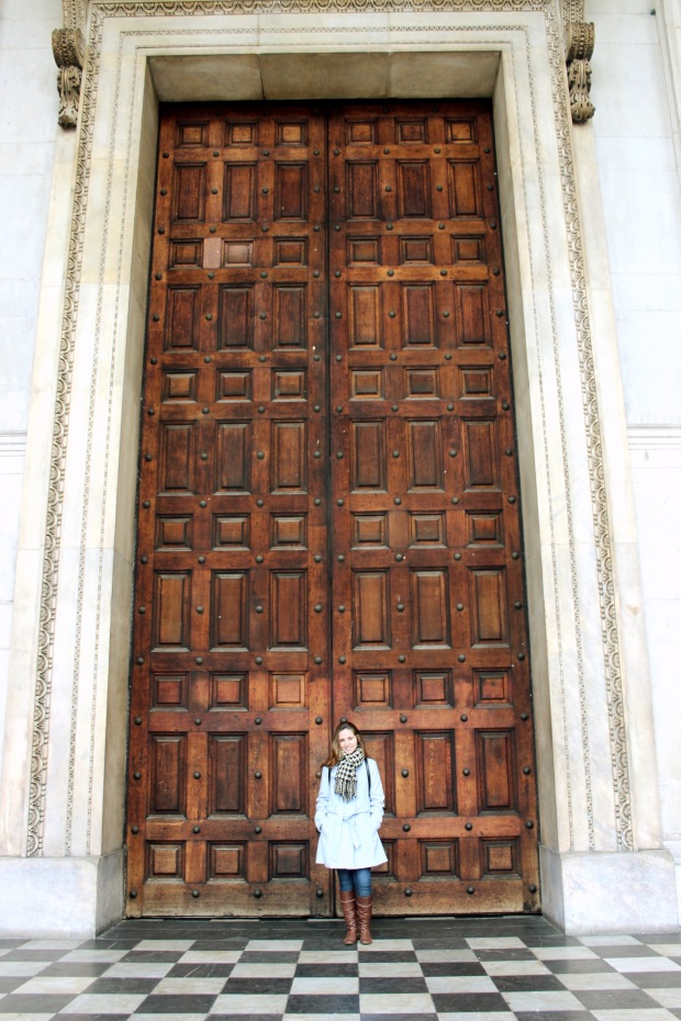 Uma das portas da frente, pequena, né?