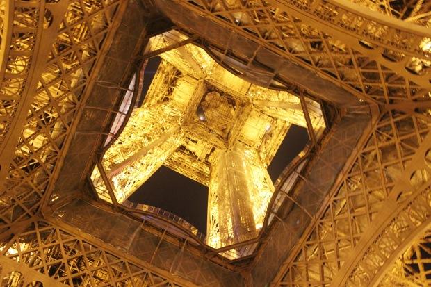 La Tour Eiffel - vista por baixo | Foto: Gabriela (2015)